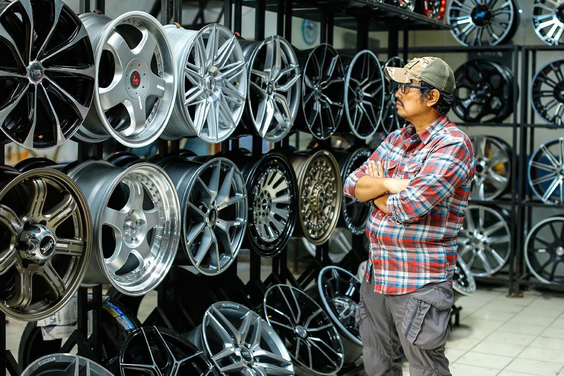 Pasar Mobil Kemayoran Toko Velg